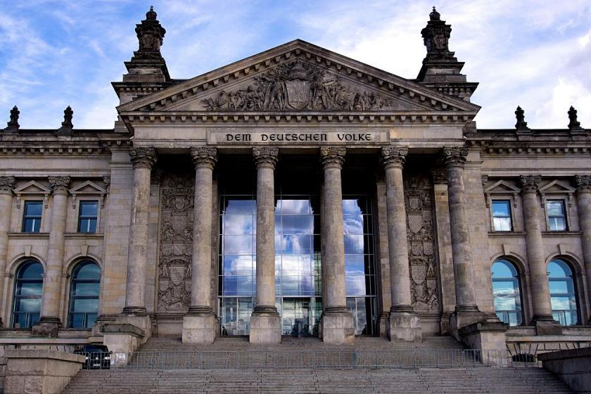 Frontalansicht Deutscher Bundestag
