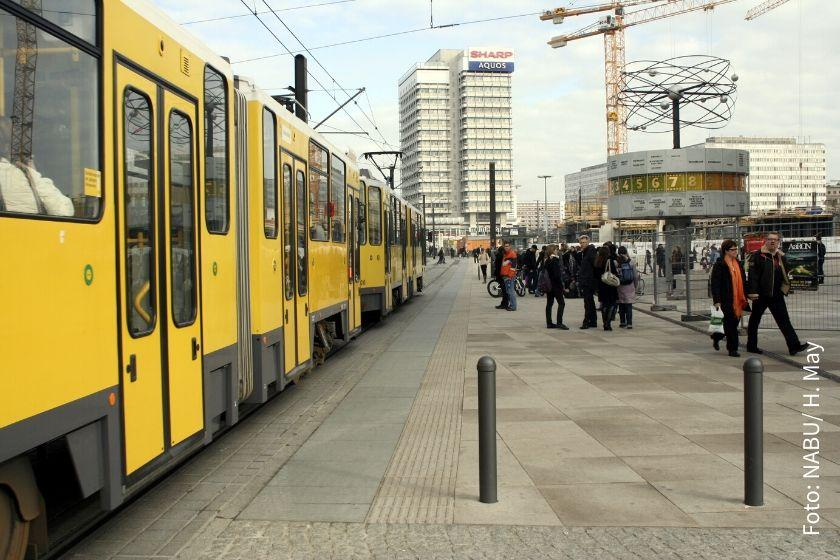 Tram am Berliner Alexanderplatz